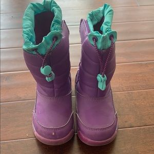 Fleece lined snow boots